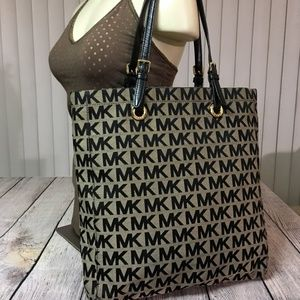 MICHAEL KORS  Large  Signature JET SET N/S Tote